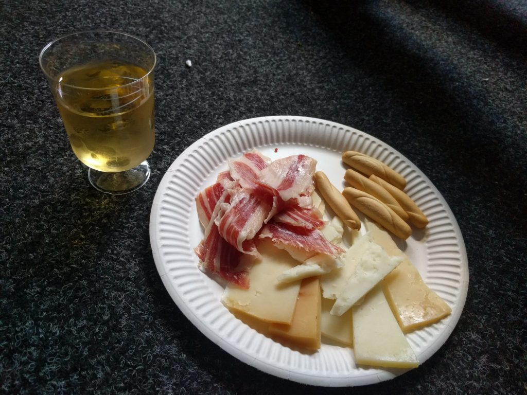 Tapas consisting of different types of cheese and ham